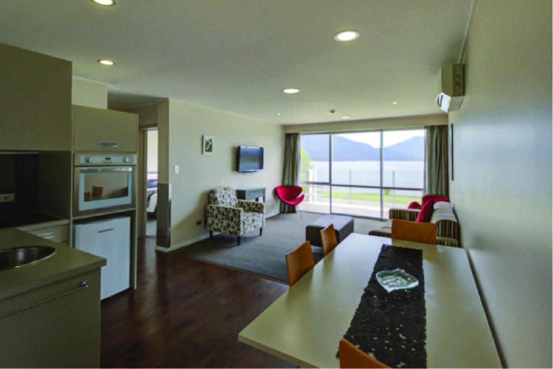 Marakura Lakefront Apartment